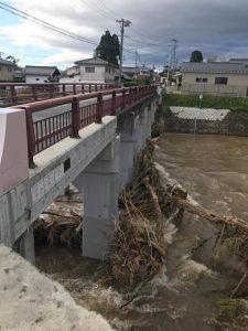 橋に流木が溜まるなどの被害がありました。